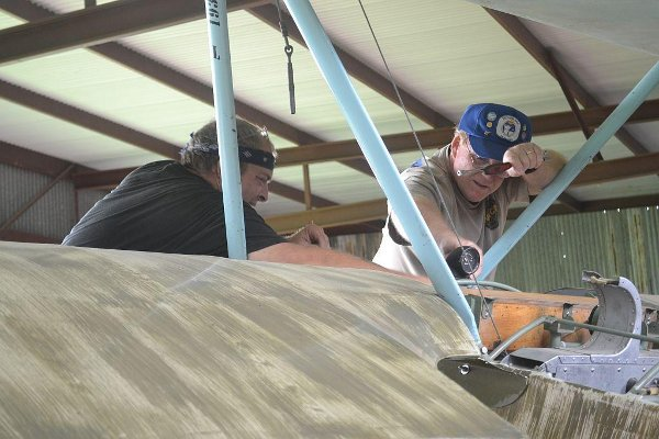Adjusting the Fokker Dr.I fuel gauge